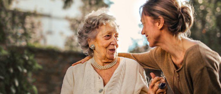 De beste opties voor een alarmknop voor ouderen